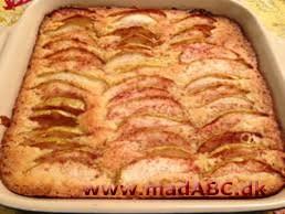 kage med æbler og kanel