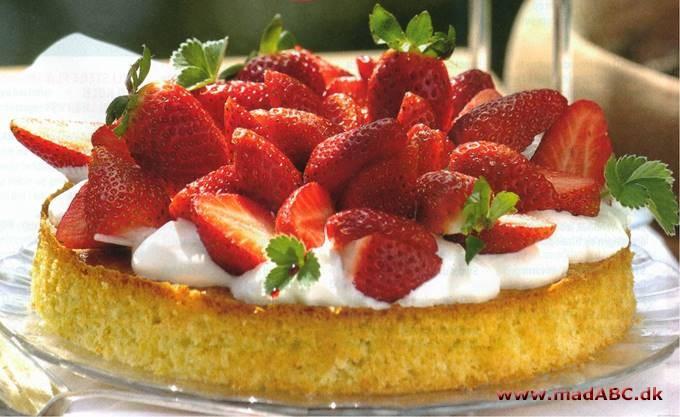 Alletiders Kogebog Jordbærtærte jordbærkage med citron og makroner