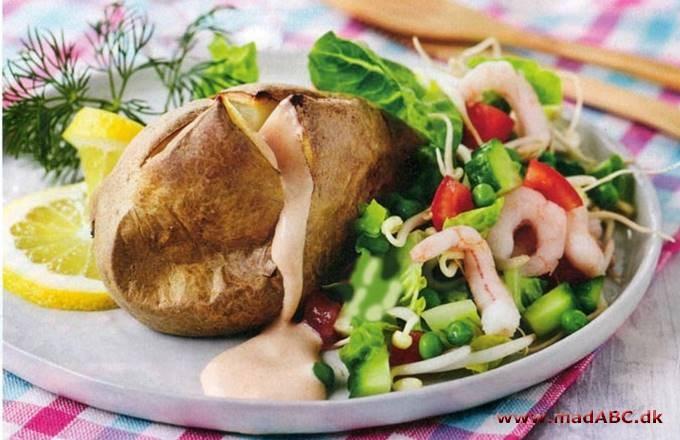 Bagte Kartofler Med Rejer Og Salat