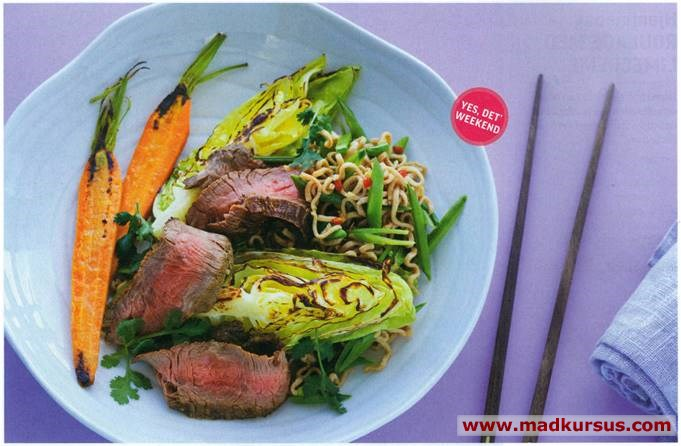 Flanksteak i salat med nudler og thai-dressing